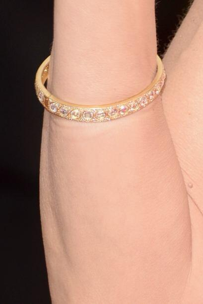 Zapatos, pendientes, brazaletes, anillos, un pequeño detalle que...
