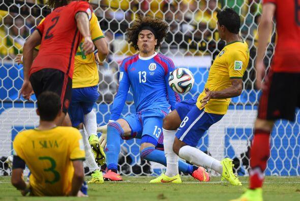 Al final Guillermo Ochoa decidió ir al fútbol de la estrel...