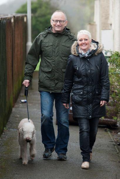 Los Tracey corrieron hacia el Bedlington Terrier, pero no lo encontraron...