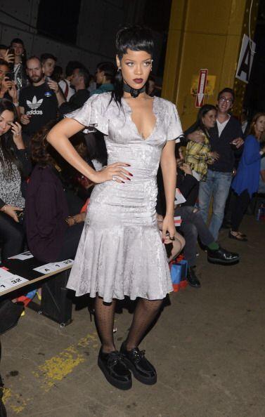 La moda 'dark' también pasó por las curvas de esta cantante. Eso sí, muy...