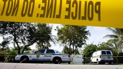 Patrullas de la Policía de Miami en la escena de un crimen ocurrido en 2...