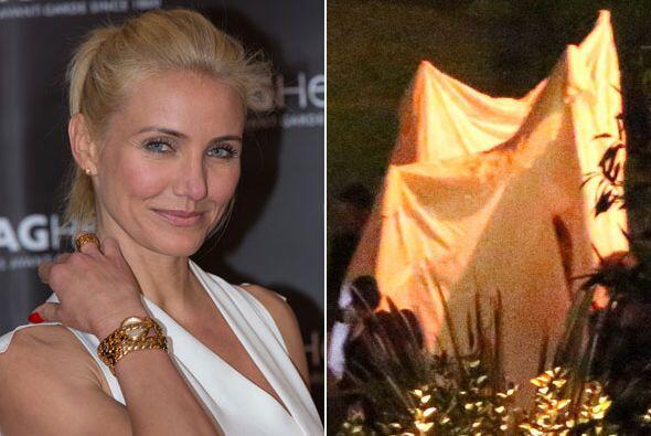 La actriz hizo de todo para que nadie la viera en su vestido de novia.