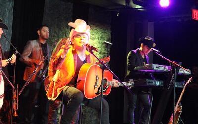 """Tierra Cali nos complació con éxitos como """"Llorarás"""" y """"Si Tú Te Vas""""."""