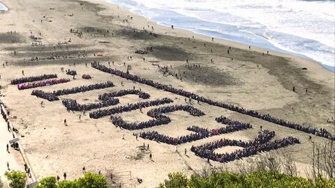 """La """"resistencia"""" contra Trump en Ocean Beach."""