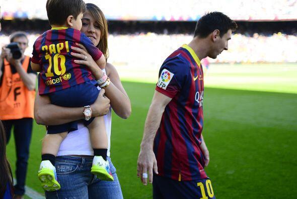 Tras la sorpresa el futbolista volvió a la cancha.Mira aquí los videos m...