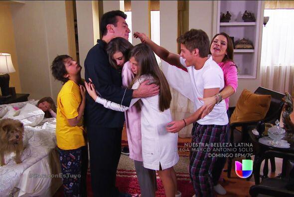 ¡Qué felicidad Fernando! Tus hijos y Ana están súper alegres.