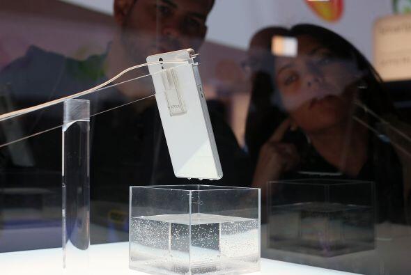 El nuevo Sony Xperia Z smart phone es resistente al agua y como podemos...