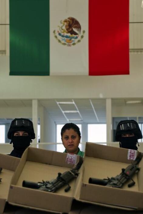 Tras la detención en Tabasco los detenidos fueron trasladados a las inst...