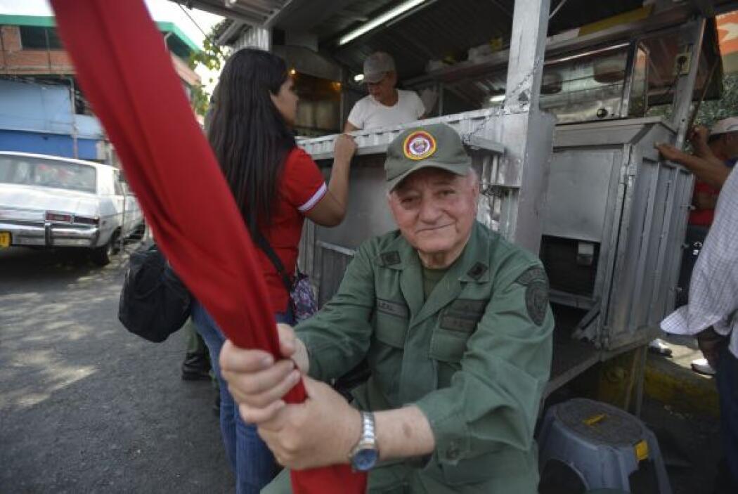 """Convocados a la denominada """"gran toma de Caracas"""", cientos de chavistas..."""