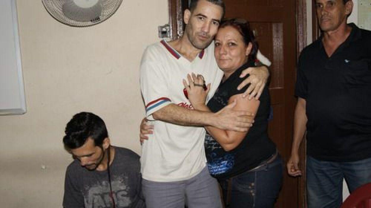 Calixto Ramón Martínez Arias ha hecho tres huelgas de hambre desde que f...