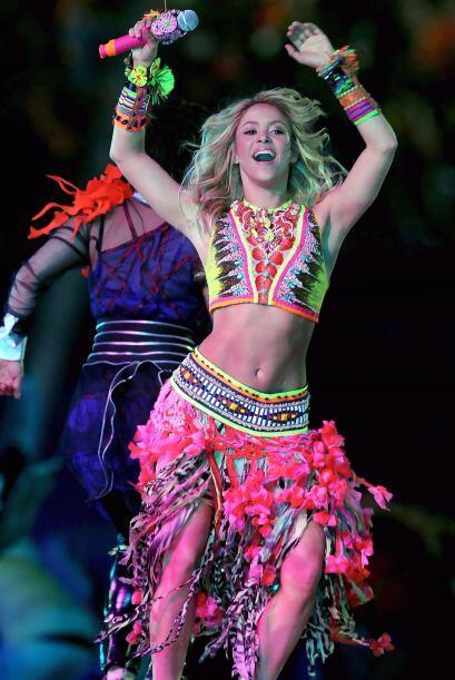 Shakira africana: Aquí está otra vez la bella colombiana bailando y cant...