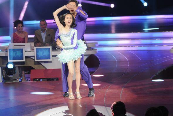 Y bailó con gran talento al lado de Julio Camejo.