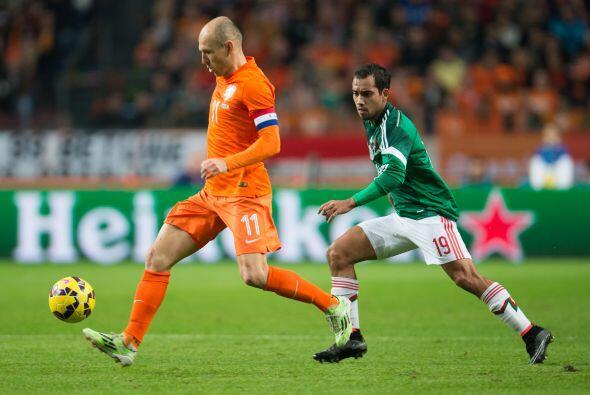 19 Adrián Aldrete: Fue el jugador de México que más padeció a Arjen Robb...
