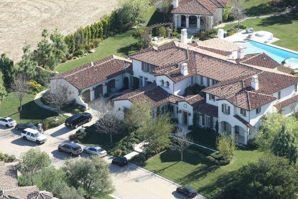 Justin Bieber estuvo detenido en el interior de su hogar junto a otras s...