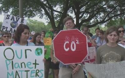 Manifestantes realizaron en Houston una marcha contra las políticas ambi...