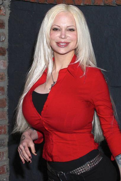 Sabrina Sabrok regresó con nuevo look: menos pecho. Mira aquí los videos...