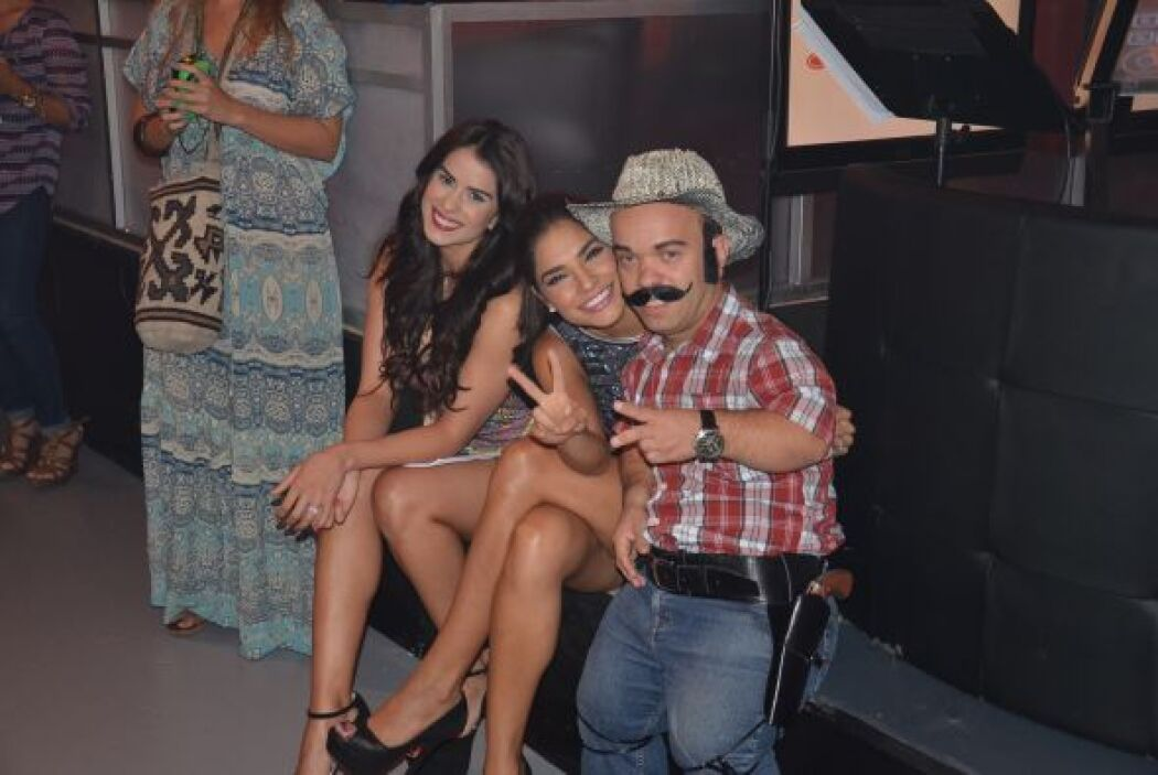 Vanessa y Ale con Carlitos en una de las pausas comerciales.