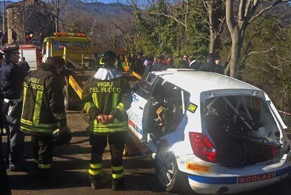 Los rescatistas tuvieron que romper las puertas del auto para sacar a Ku...