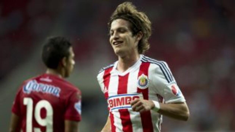 Carlos Fierro fue titular y anotó gol con las Chivas.