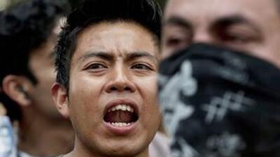 Miles de jóvenes se unieron al movimiento YoSoy132 para protestar en dem...
