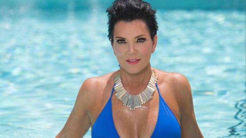 Kris Jenner demuestra que los genes de sus curvas vienen de ella.