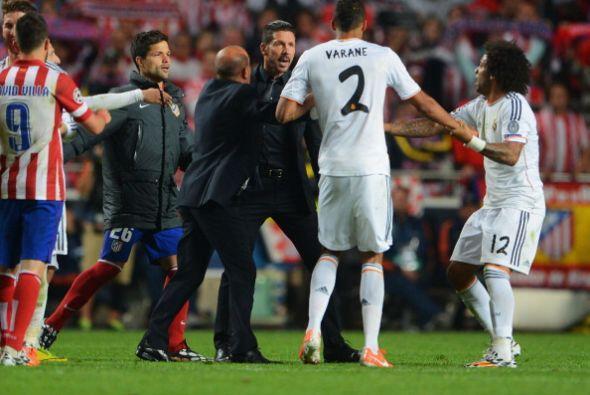 Un feo gesto deportivo de Varane hizo molestar a Simeone luego del gol d...