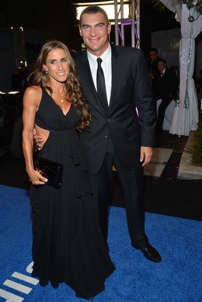 El ya legendario Faryd Mondragón con su esposa. El portero colombiano ta...