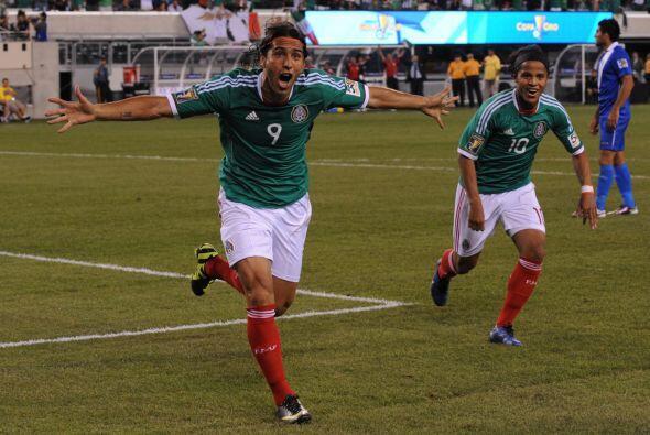 El mexicano Aldo de Nigris grita su gol ante Guatemala en los cuartos de...