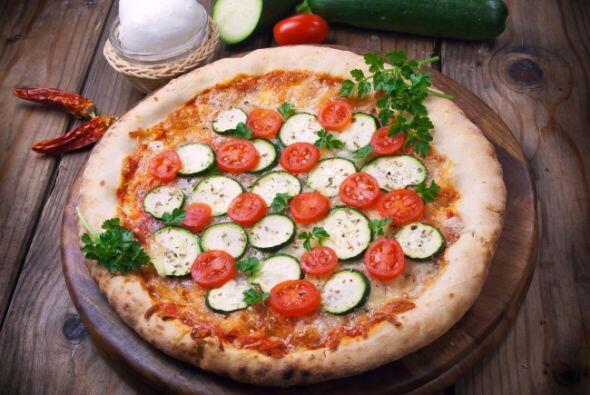 Pizza vegetal. Cubre tu pizza favorita con verduras como brócoli, espina...