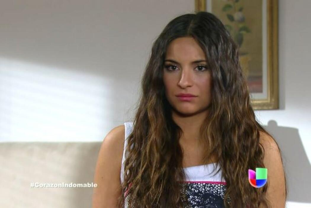 Una de las empleadas de la casa le dice a Maricruz que parece que Solita...
