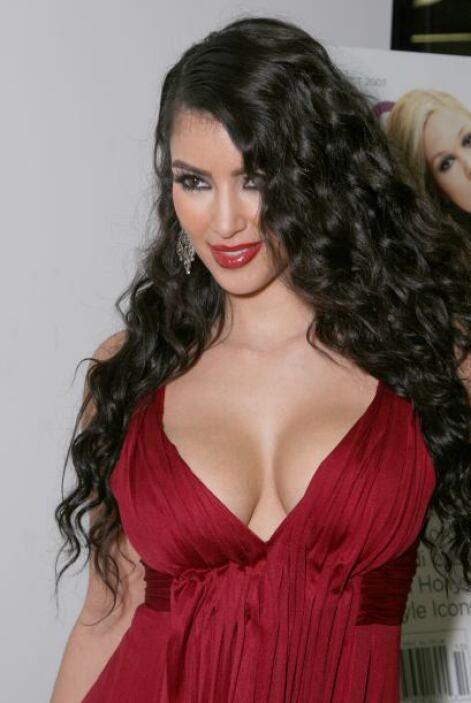¿Qué te pasó, Kim? Con ese maquillaje y esa cabellera ni parece la mujer...