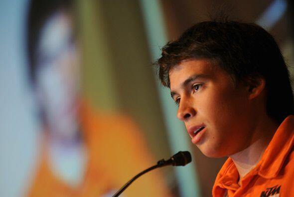 Rodrigo Caballero de Chile, el competidor más joven, prometi&oacu...