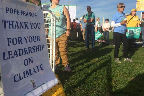 Manifestantes agradecen el rol del Papa en la lucha contra el cambio cli...