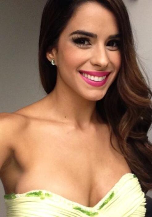 La guapa puertorriqueña no se cansa de sonreir y de alegrarle el día a t...