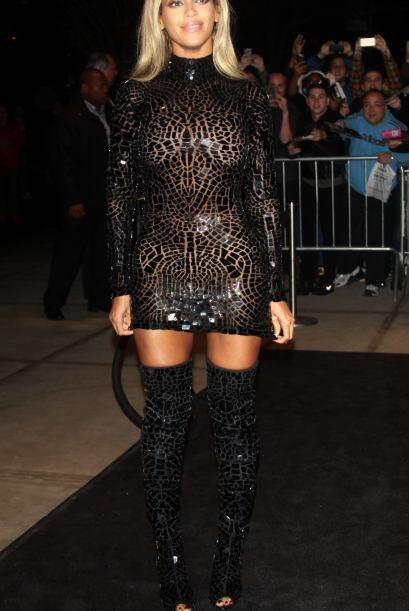 ¡De Beyoncé tampoco sabemos qué pensar! ¿Qué opinan de este vestido que...