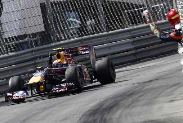 Webber tuvo todo el apoyo de sus mecánicos para superar a Vettel...