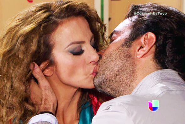 Diego le robó un beso muy apasionado.