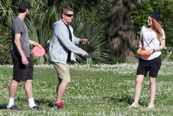 Se divirtió jugando con un frisbee. Mira aquí los videos más chismosos.