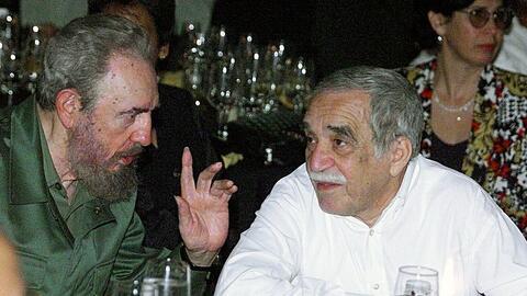 Fidel Castro y el escritor colombiano Gabriel García Márquez en una cena...