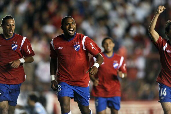 En otro encuentro copero del Grupo 3, Nacional de Montevideo derrotó 1-0...