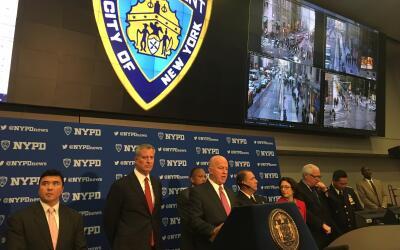 El comisionado de la policía de Nueva York, James O'Neill, encabeza...