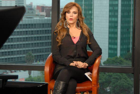 La actriz y cantante mexicana se encuentra celebrando 40 años de trayect...
