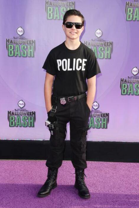 Si te gusta ser más rudo ¿no te agradaría ser un policía? Un par de camb...