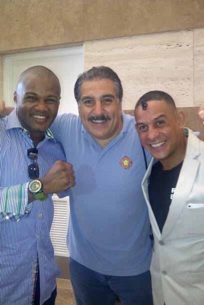 """También me encontré a estas glorias del boxeo boricua: """"Tito"""" Trinidad y..."""
