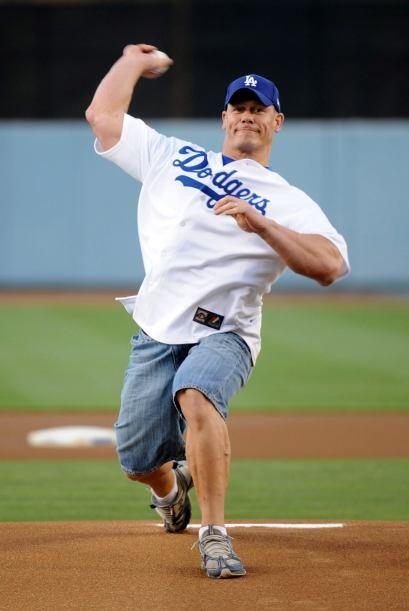 Con la fuerza que tiene en el brazo, John Cena sería un gran pitc...