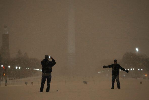 El Obelisco de Washington DC apenas lucía la noche del miércoles a causa...