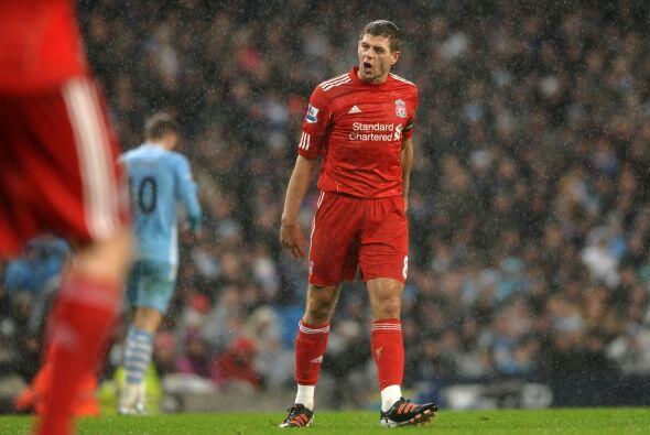 Steven Gerrard había entrado de cambio y le pedía a sus co...