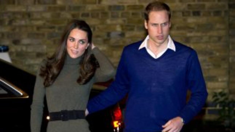 El príncipe William y su mujer volvían a Londres cuando el aeroplano tuv...