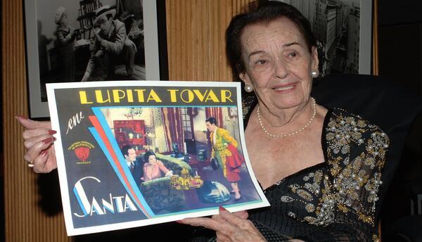 Lupita Tovar en homenaje de la Academia de Artes y Ciencias Cinematogr&a...
