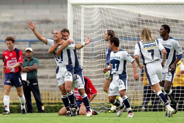 Pumas en el Apertura 2004 entró como noveno con 23 puntos. Bajo e...